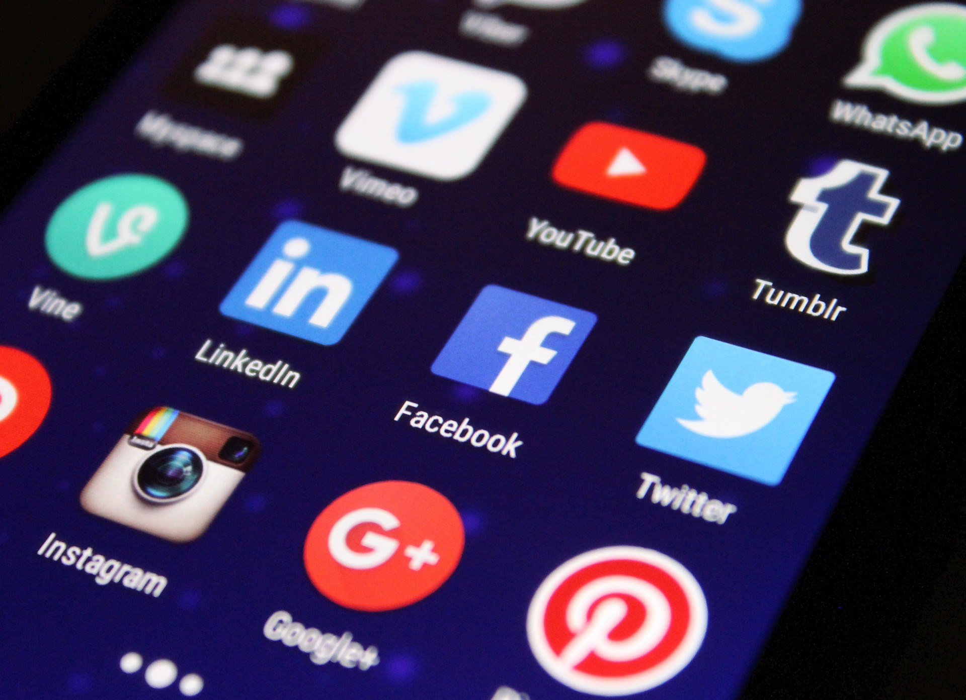 A Contractor's Guide to Presenting Yourself on Social Media to Ensure Job Search Success